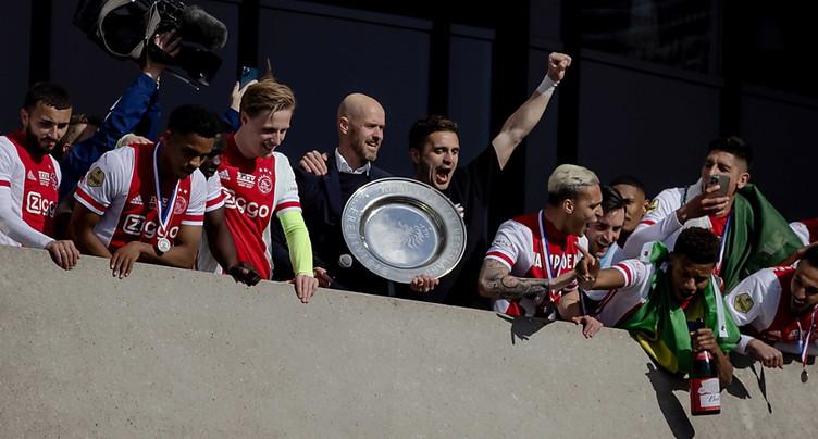 L'Ajax fait fondre son trophée et le distribue à ses abonnés