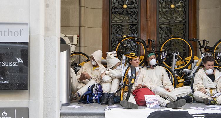 Blocage du siège de CS à Zurich: activistes du climat condamnés
