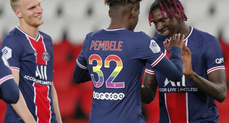 Lille gaspille une chance, Paris SG revient à un point du titre