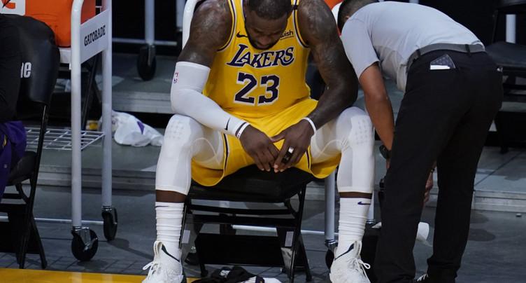 Les Lakers éliminés, une « première » pour James