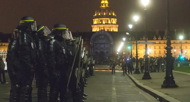 Fête nocturne à Paris: la police disperse des centaines de jeunes