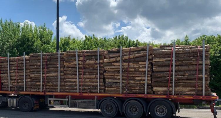 Un camion trop chargé arrêté à la douane de Boncourt (JU)