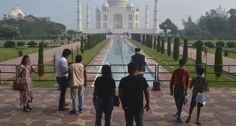 Inde: le Taj Mahal rouvre aux visiteurs, les cas de Covid baissent