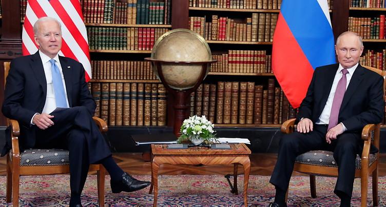 Biden a promis à Poutine de « continuer » à parler des droits humains