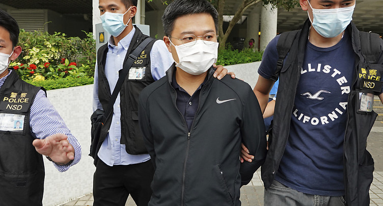 Cinq responsables d'un journal hongkongais pro-démocratie arrêtés