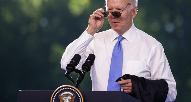 Biden accuse les autocrates de s'en prendre aux travailleurs