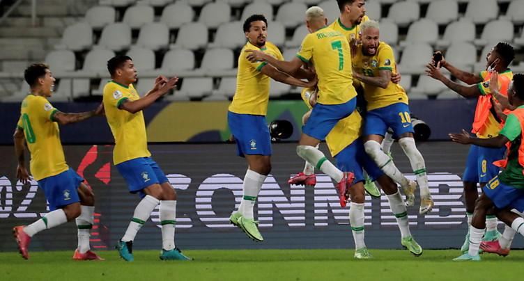 Le Brésil renverse la Colombie