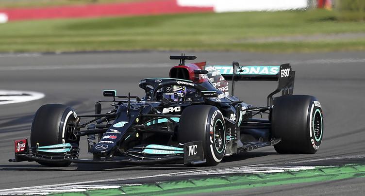 GP de Grande-Bretagne: Hamilton gagne malgré une pénalité