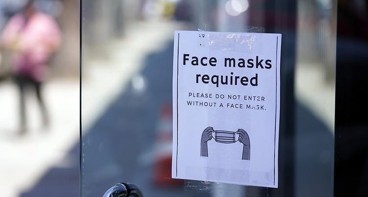 Les Américains vaccinés doivent remettre le masque