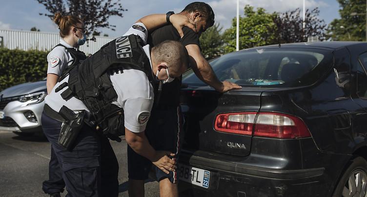 La police française remplace la « clé d'étranglement »