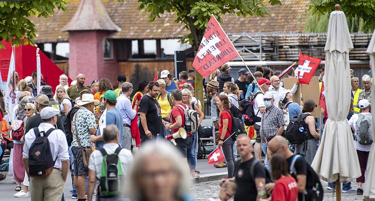 Des milliers de personnes manifestent à Lucerne contre les mesures