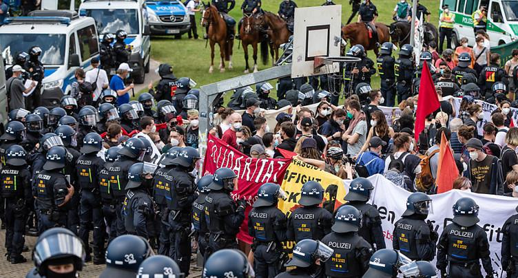 Echauffourées à Berlin lors de manifestations anti-confinement