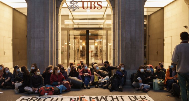 UBS et Credit Suisse visés par des activistes du climat à Zurich
