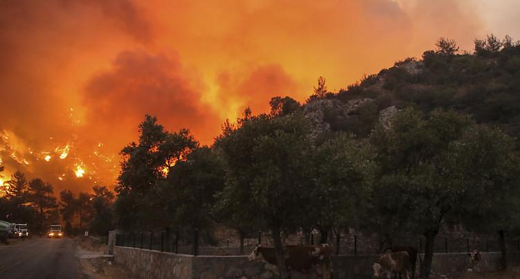 Une centrale thermique menacée, les évacuations continuent