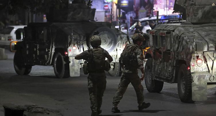 Deux fortes explosions suivies de tirs secouent Kaboul