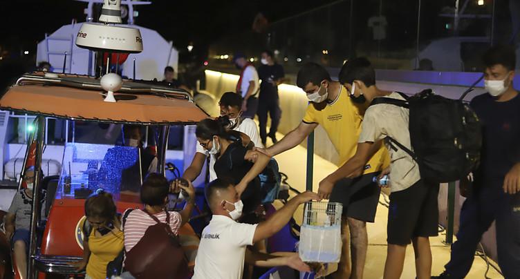 Des centaines d'évacués, le feu aux portes d'une centrale thermique