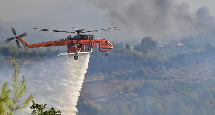 Grèce: les pompiers bataillent contre deux feux à Olympie et Eubée
