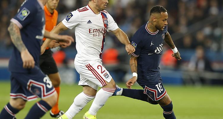 Un Lyon téméraire cède dans les arrêts de jeu à Paris