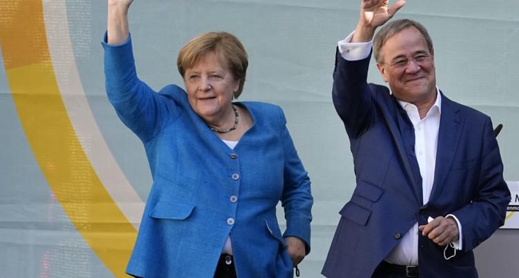 Merkel jette toutes ses forces dans l'arène avant un vote indécis
