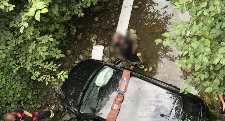 Il s'endort au volant et termine dans un ruisseau à Semsales (FR)