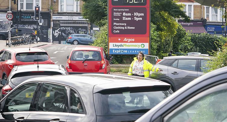 Les pénuries d'essence usent les nerfs des Britanniques