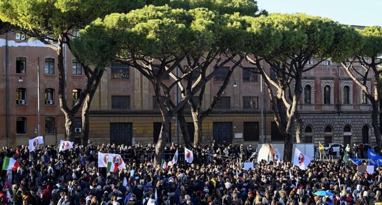Italie: mobilisation pacifique contre le certificat Covid