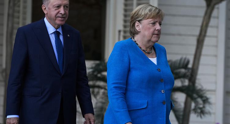 A Istanbul, Merkel remercie Erdogan sans omettre ses critiques