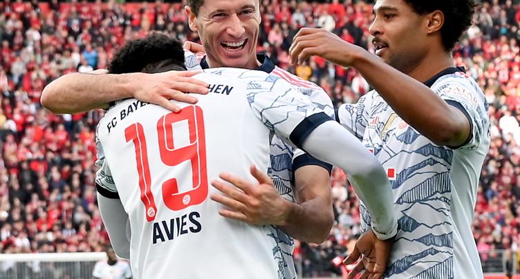 Le Bayern écrase son dauphin Leverkusen à l'extérieur