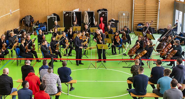 Renaud Capuçon et l'OCL jouent Mozart en prison à Orbe