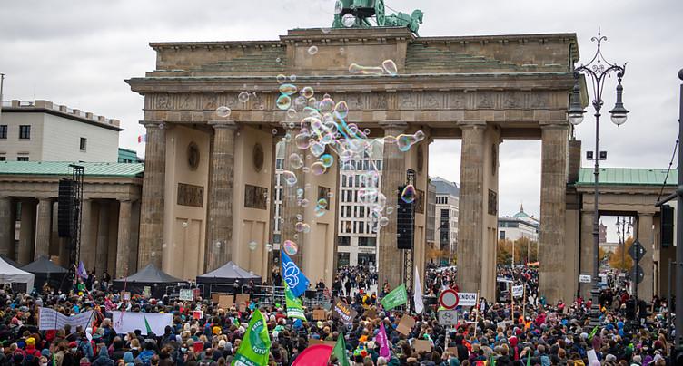 Des manifestants pro-climat en appellent au futur gouvernement