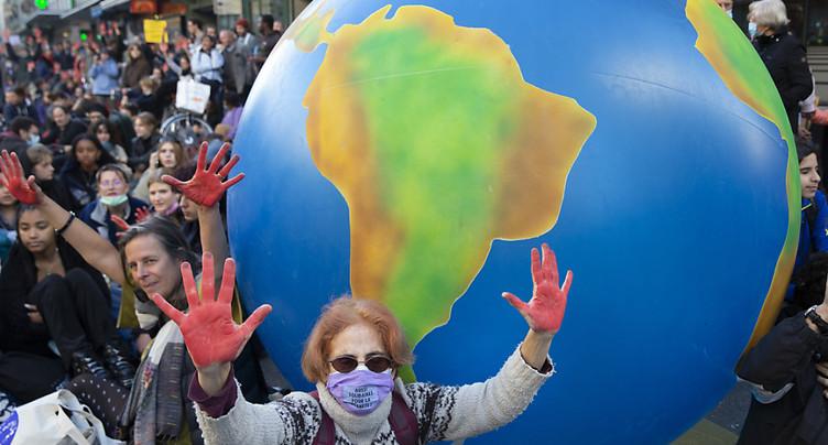 Des milliers de manifestants font pression pour le climat
