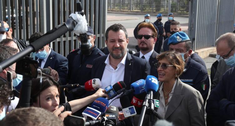 Salvini devant la justice pour avoir bloqué un bateau de migrants