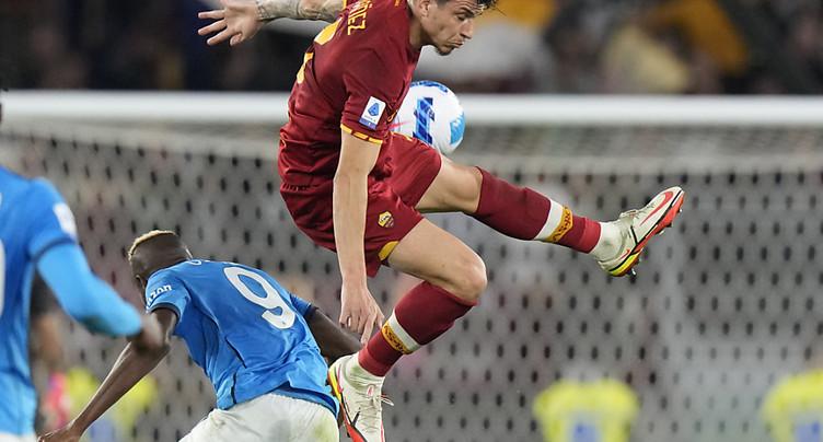 Premier accroc pour Naples, freiné par la Roma