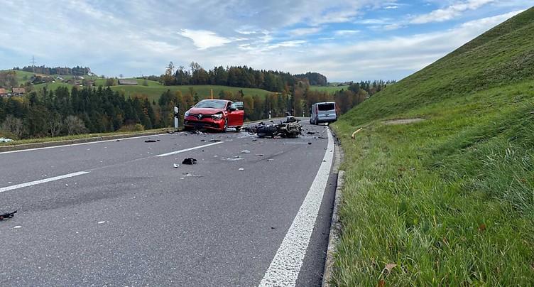 Collision mortelle entre un motocycliste et une camionnette