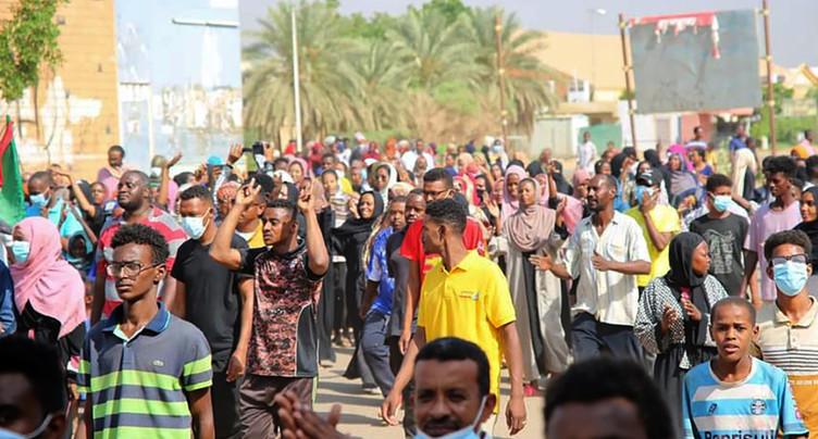 La rue refuse le coup d'Etat, pressions internationales