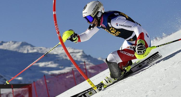Les skieurs dans le portillon de départ