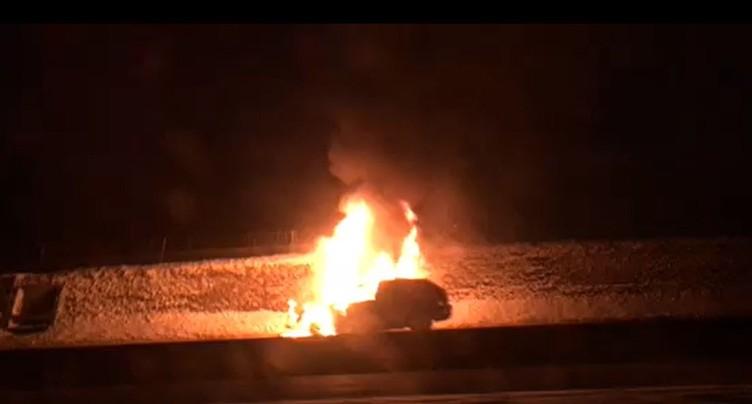 Une voiture en feu et de nombreuses perturbations sur l'A16