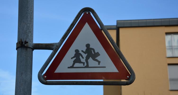 La police veille sur le chemin de l'école