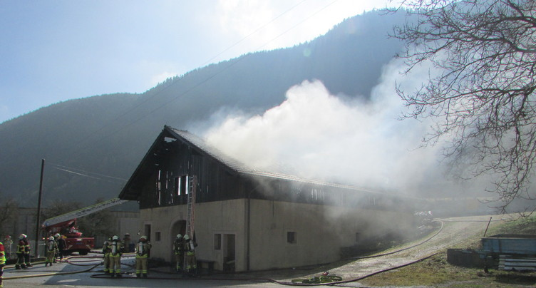 Une grange part en fumée à La Heutte