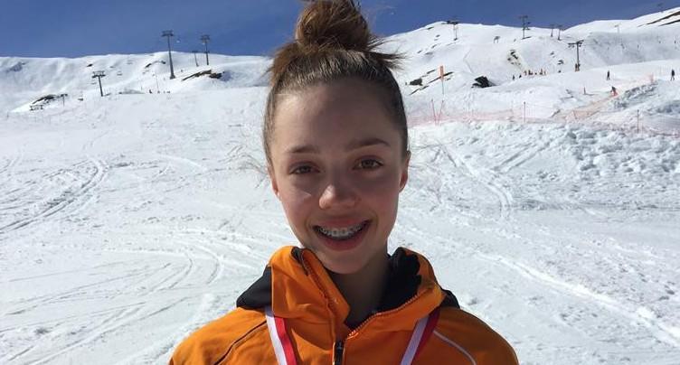 La skieuse Amélie Klopfenstein au sommet