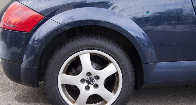 Des inconnus crèvent des pneus à Nidau