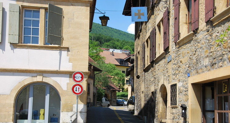 Désengorger le centre du village d'Hauterive grâce à une parcelle de 1609 mètres carrés