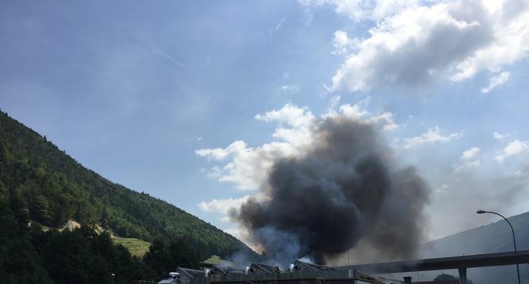 L'usine Tectri en feu à Court