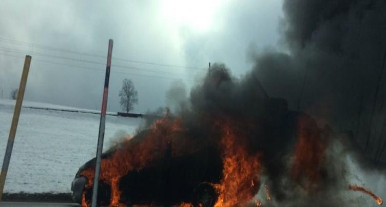 Voiture en feu à La Cibourg