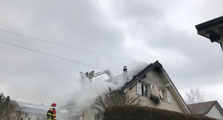 Une maison en feu à Rebeuvelier