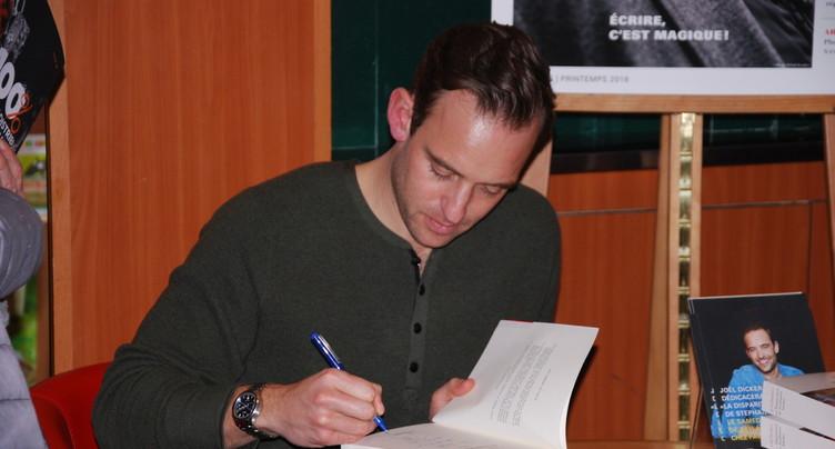 Joël Dicker à la rencontre de ses lecteurs neuchâtelois