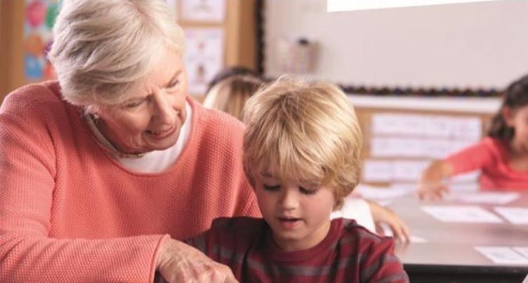 Des seniors pour épauler les écoliers