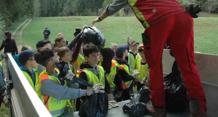 La jeunesse locloise à la chasse aux déchets