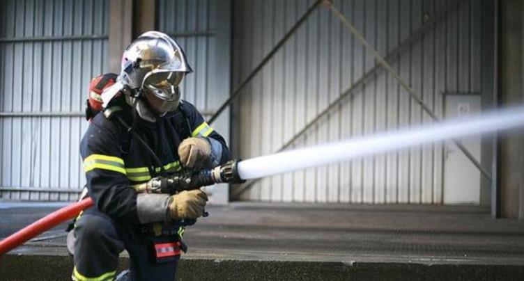 Voiture en feu au Pâquier