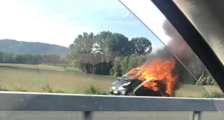 Deux voitures en feu en l'espace de quatre jours